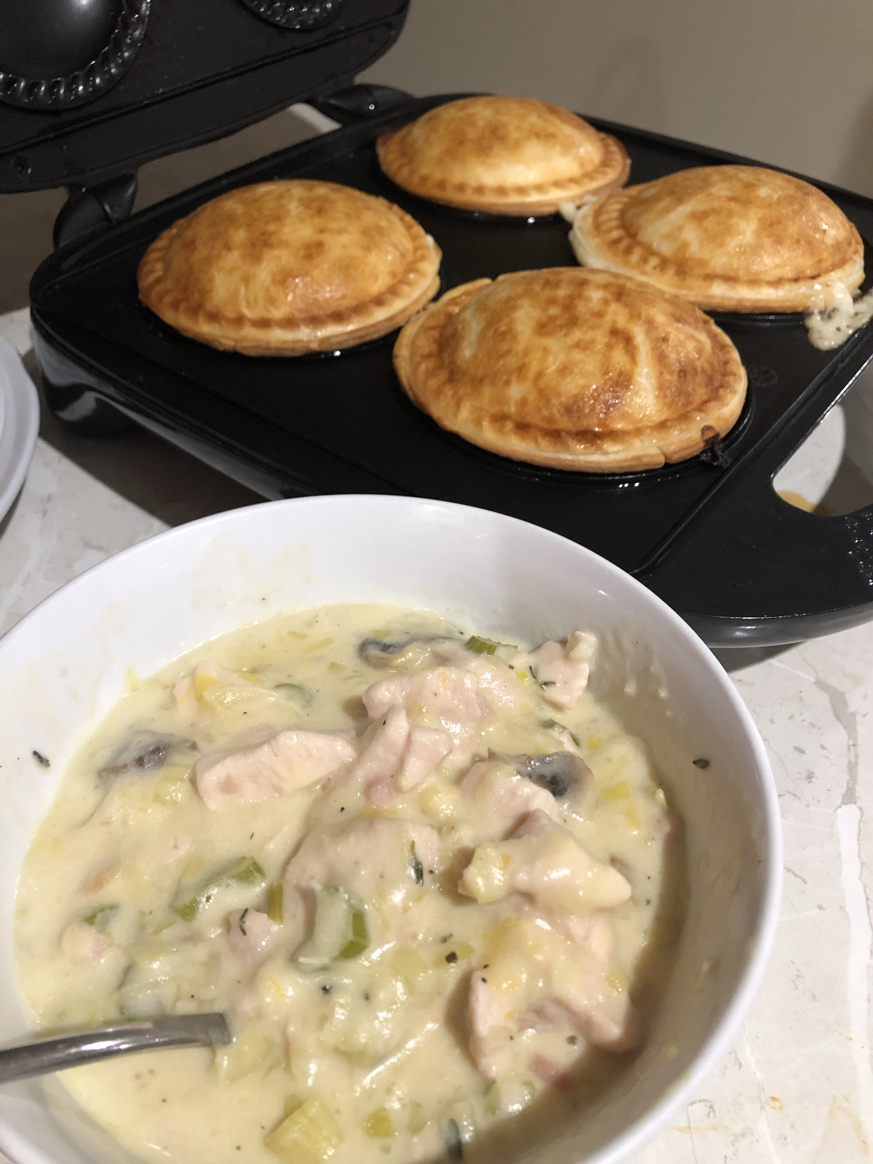 Creamy Chicken, Leek, Bacon & Mushroom Pies 🥧